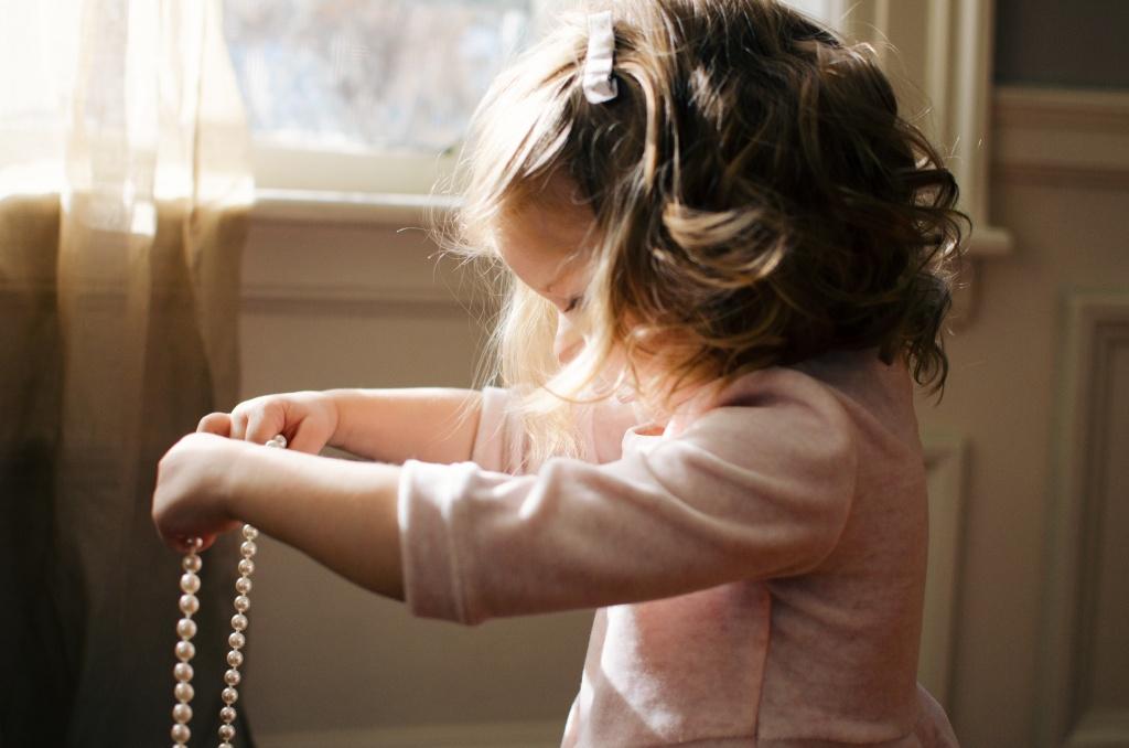Маленькі модниці: зачіски на останній дзвоник