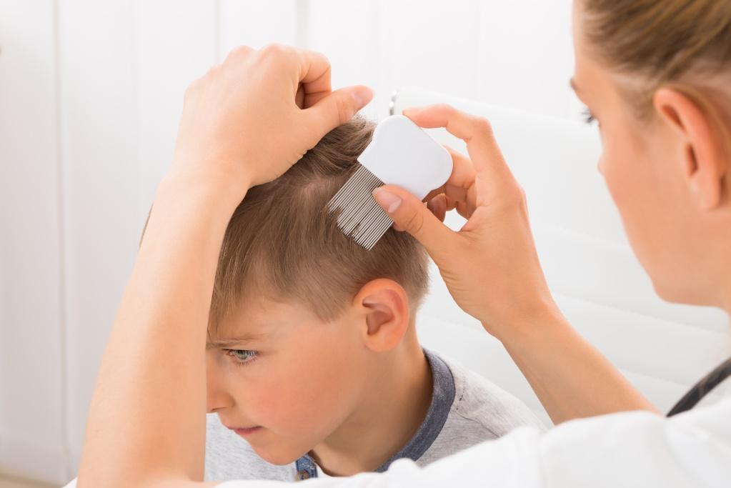 Педикулез у ребенка: без паники!