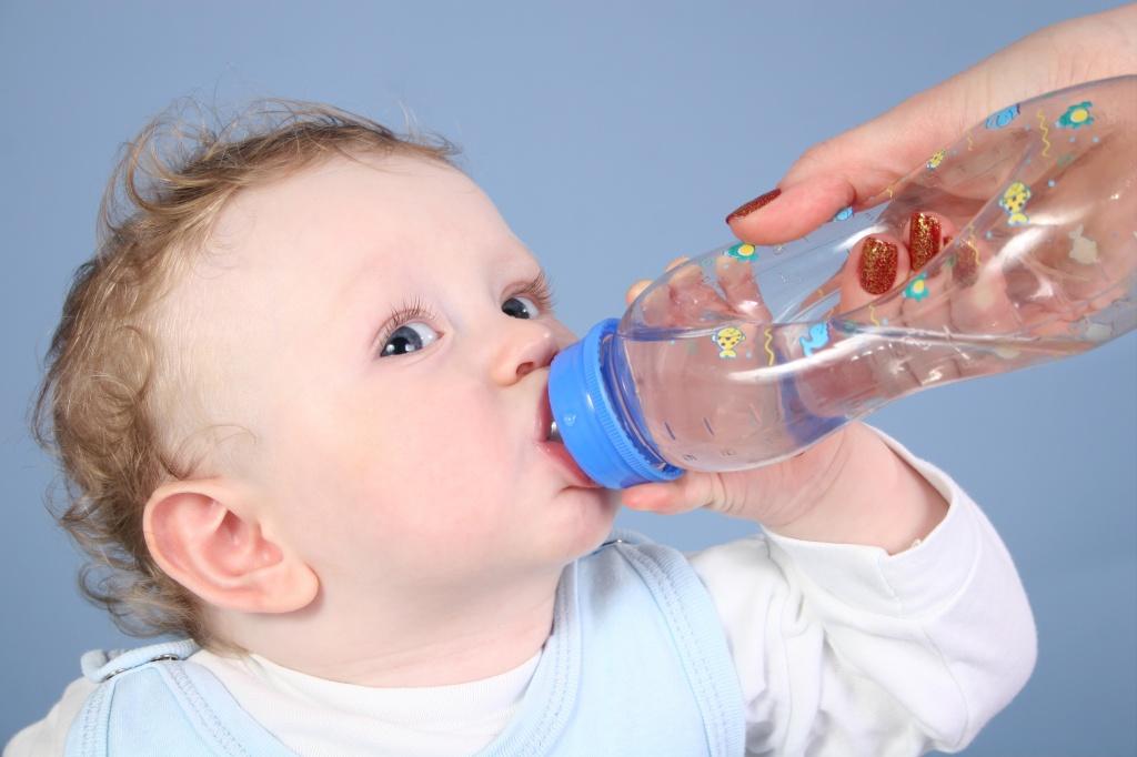 Водний баланс: Чи достатньо води вживає ваш малюк?