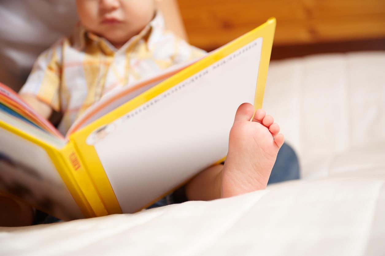 Чи доцільно вчити читати дворічного малюка?