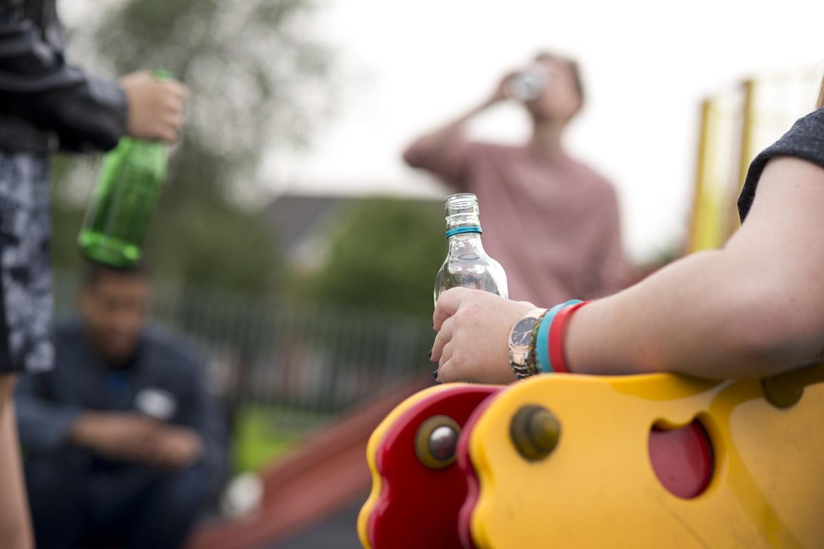 Говоримо з підлітком про алкоголь: пояснюємо, а не залякуємо