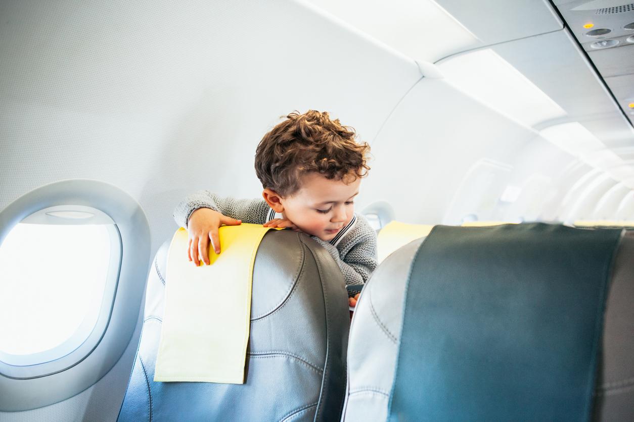 З дитиною в дорозі: що робити в літаку, в машині, в потязі