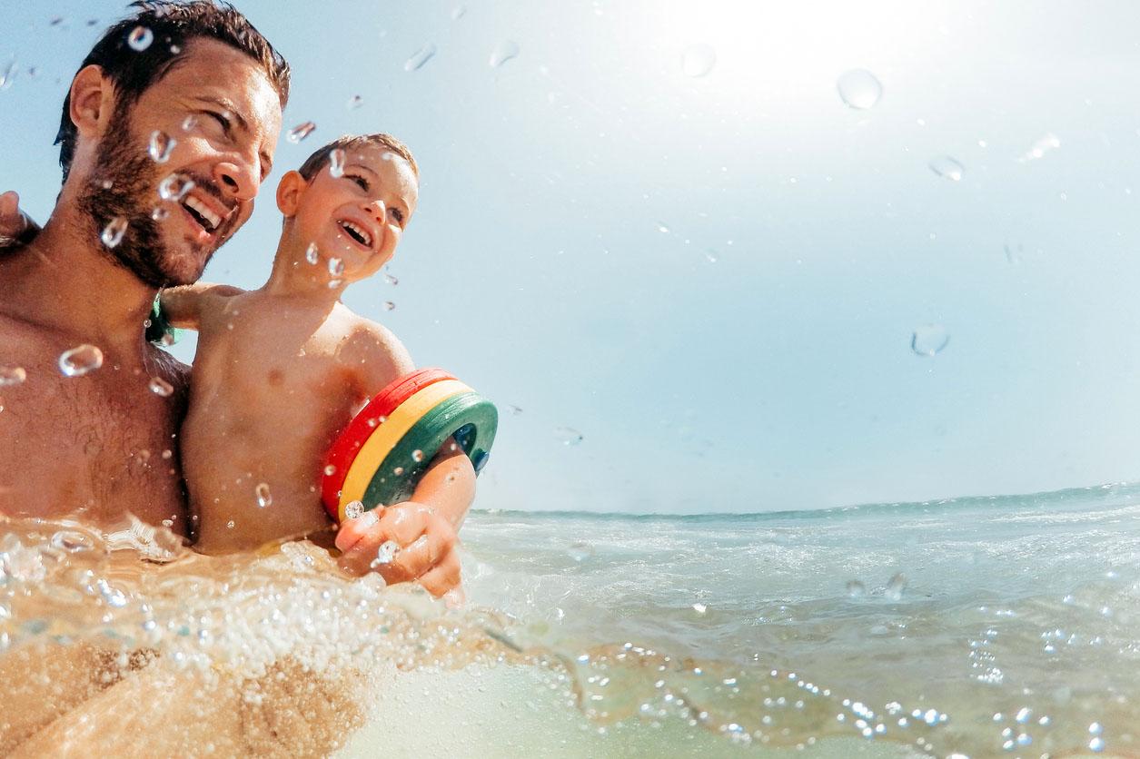 Вчимо дитину плавати: поради для дбайливих татусів
