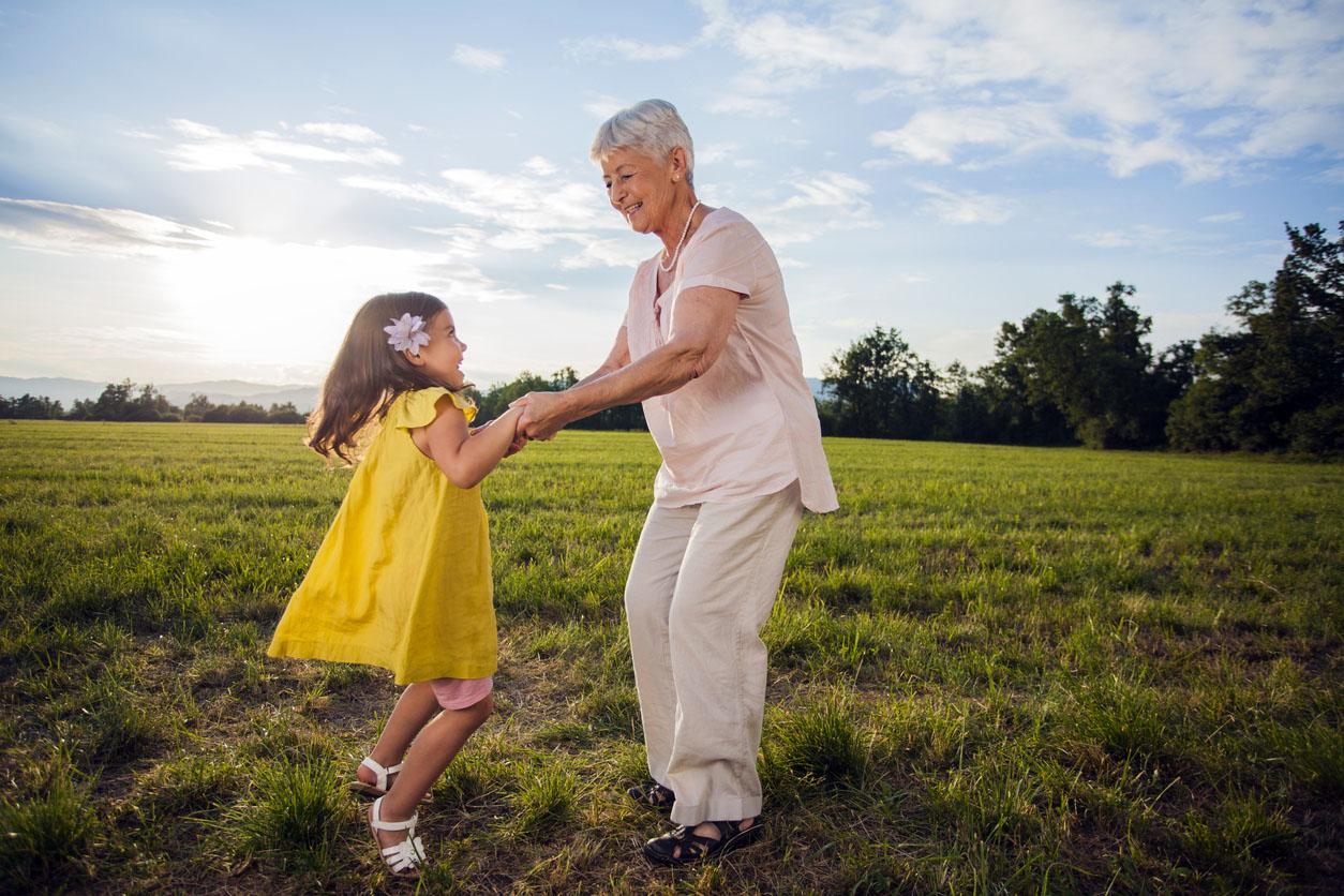 Летняя дилемма: что делать родителям, когда первоклассник на каникулах?