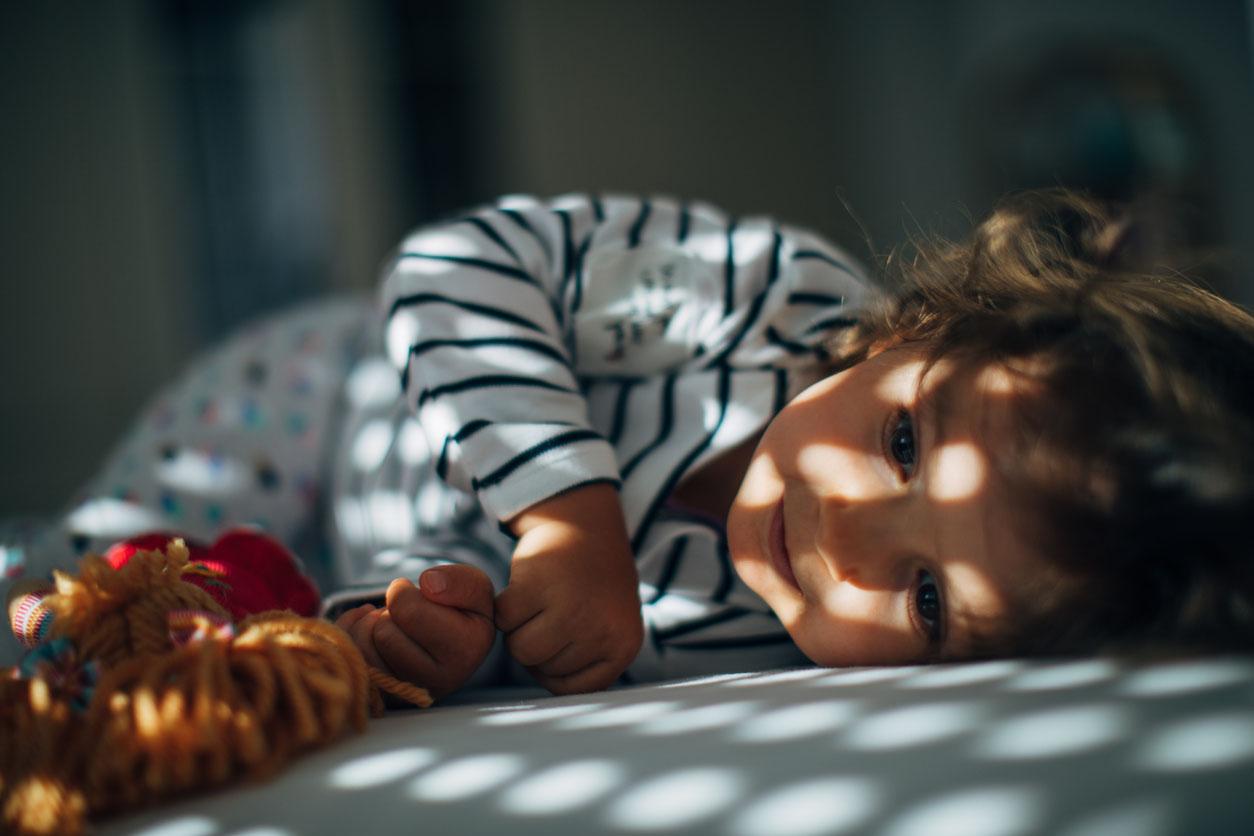 Як навчити малюка засинати самостійно