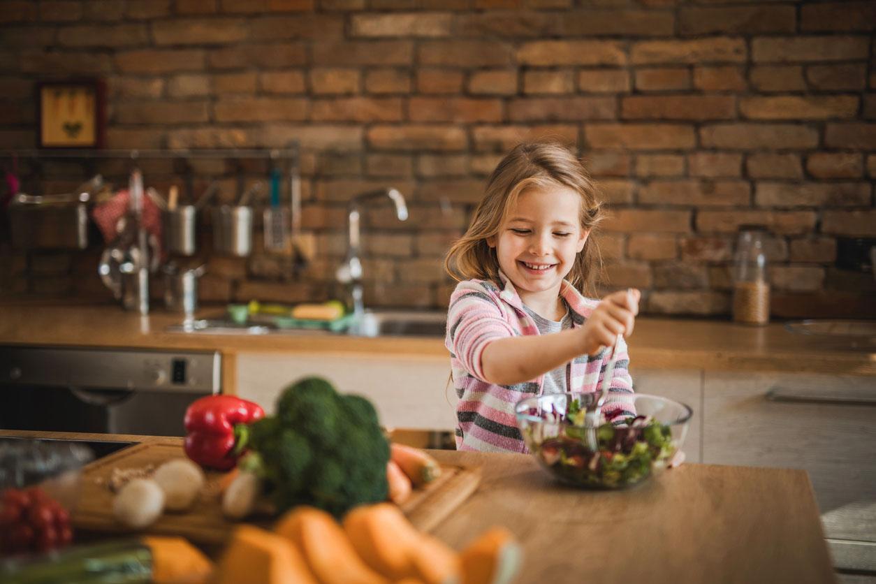 Маленький веган в семье мясоедов: чем его кормить?