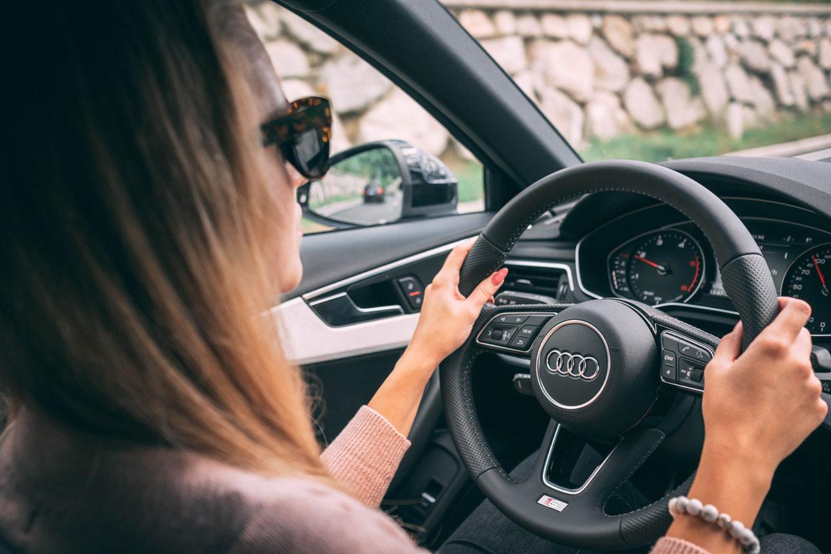 «Вони всі сигналять!» — як побороти страх водити машину?