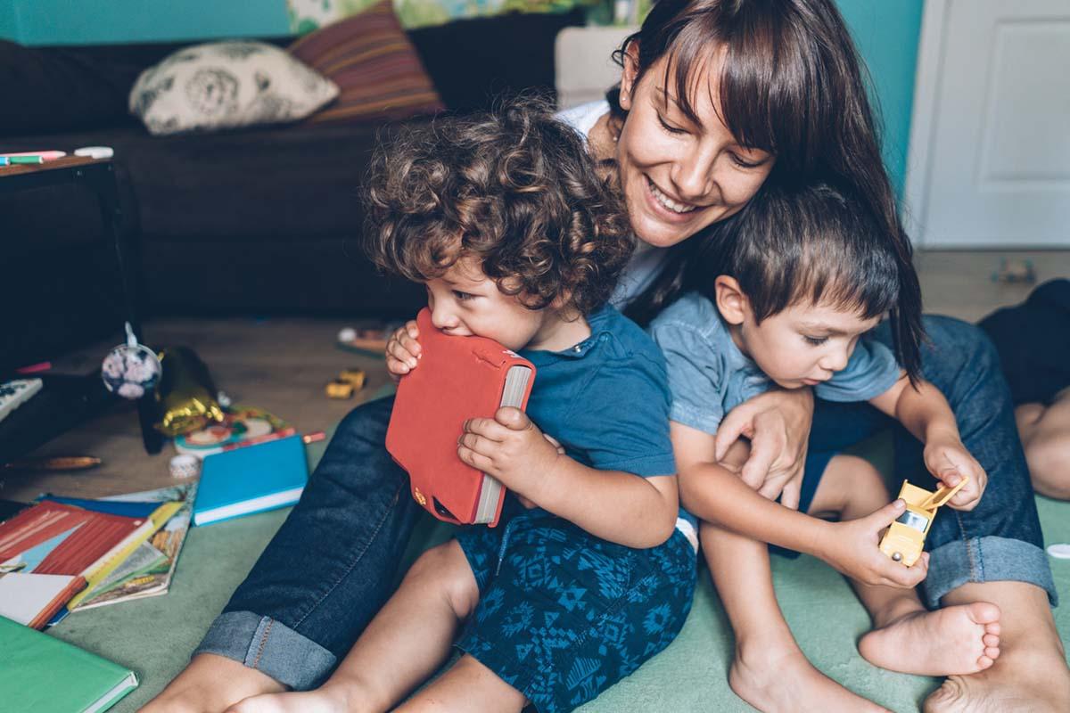 О чем говорить с трехлетним ребенком и заодно развивать его
