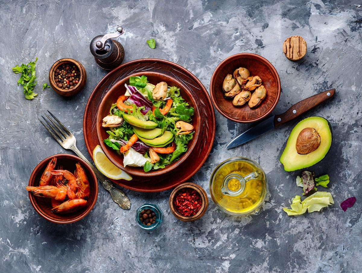 Смачні салати на Новий рік: рецепти для всієї родини + ідеї оформлення столу