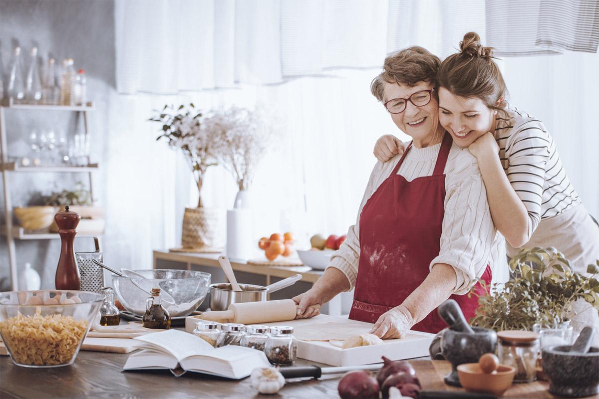 Як привітати бабусю зі святом весни: ідеї подарунків
