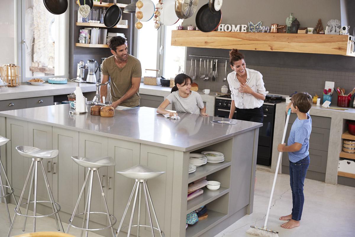 Чистый четверг: убираем качественно всей семьей