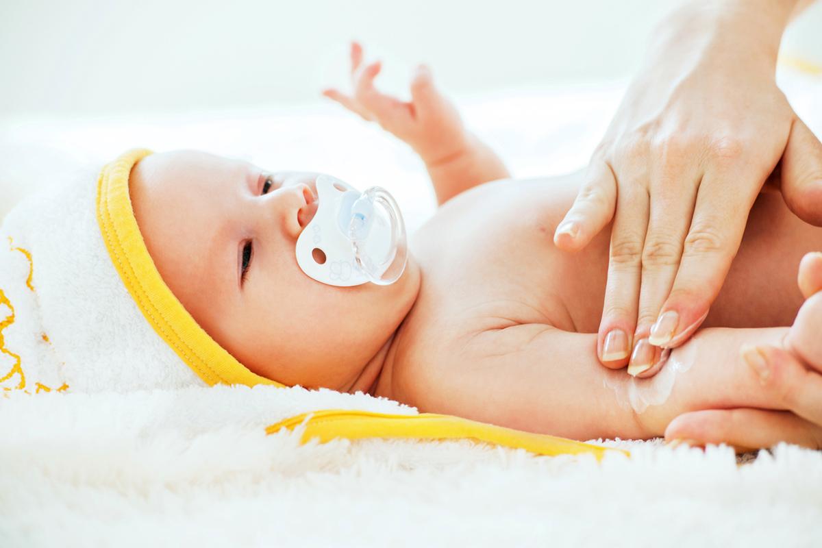 Уход за кожей ребенка первых месяцев жизни